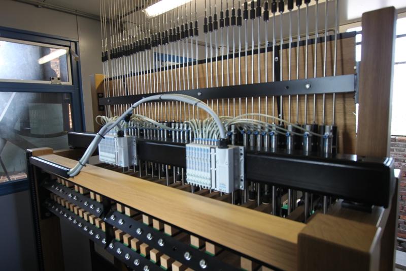 Carilloncomputer met pneumatische stoters van het Carillon van Hasselt