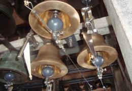Uitbreiding van het carillon van Hasselt carillon met drie van de zeven klokjes