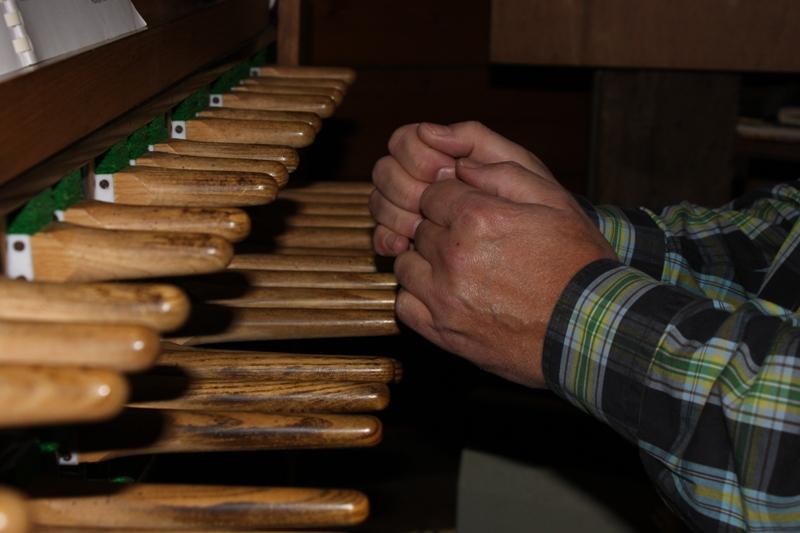 Klavier van het carillon van Hattem bespeelt door Martien van der Knijff